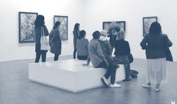 Visites guidées d'expositions temporaires et foires d'art contemporain