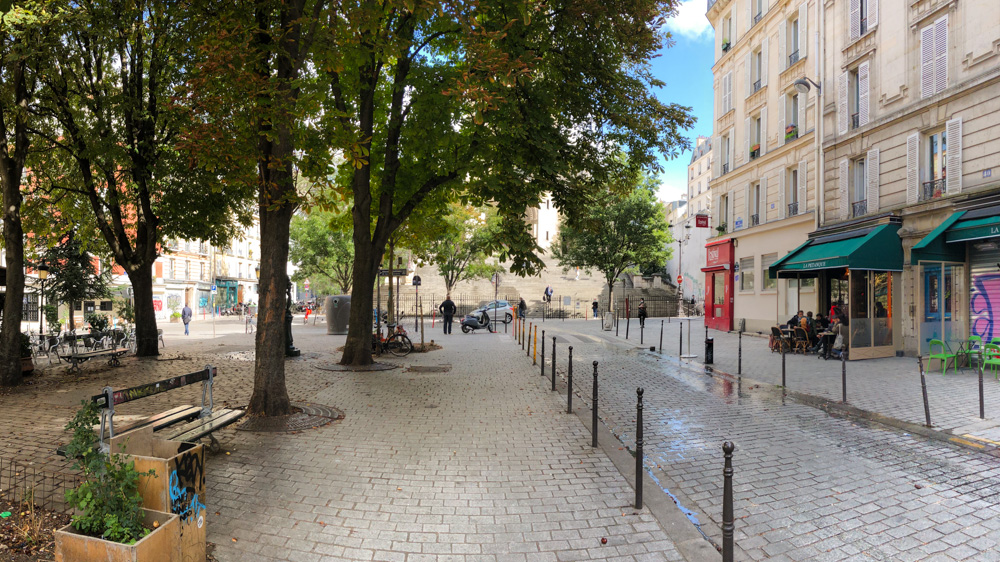 Place Maurice Chevalier, empty in the afternoon, preparing herself to welcome the crowds at night