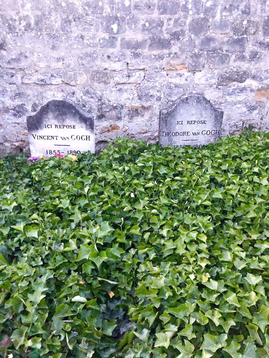 The graves of Vincent Van Gogh and his brother Théo Van Gogh